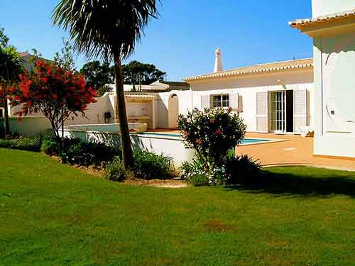 Villa MLG, Holiday Home in Algarve, Portugal - Swimming pool and garden